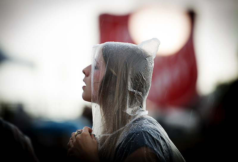 A young woman waits in the rain for an outdoor concert to begin in Fort Worth, Texas. ©2014 Robert W. Hart
